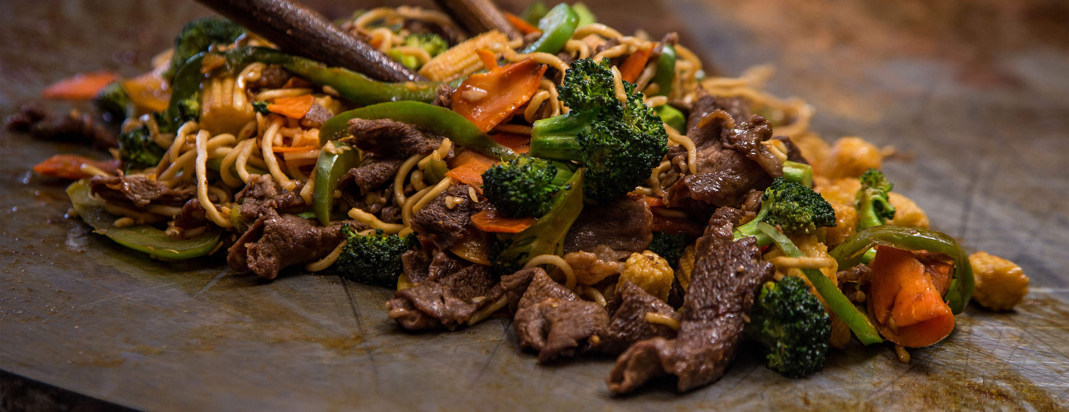 Noodles, veggies, and beef on the grill